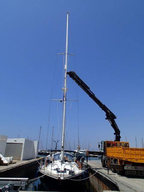 unser neuer Mast wird gestellt