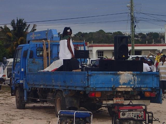 ein-DJ-bei-der-Arbeit_Party-auf-Anguilla
