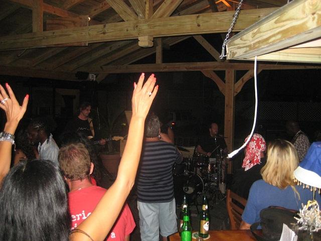 einheimische Band live in der Bar am Steg von FKG