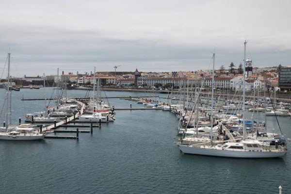 """Ponta Delgada auf Sao Miguel, unser Absprunghafen für die """"kleine"""" Überquerung von den Azoren nach Porto ans Festland"""