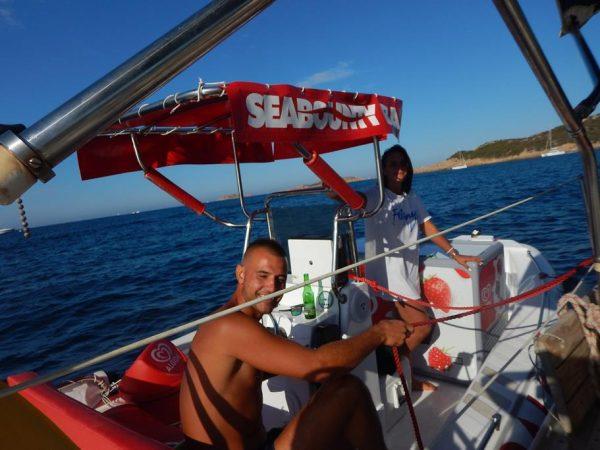 Wir liegen vor Anker und die Eisverkäufer kommen direkt ans Schiff, besser geht es nicht!