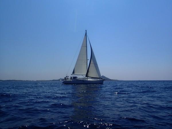 Entspanntes Segeln ohne Welle