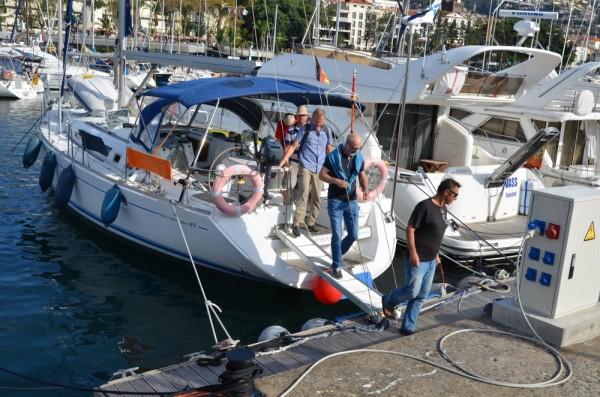 Die Crew startet zum Landausflug auf Madeira