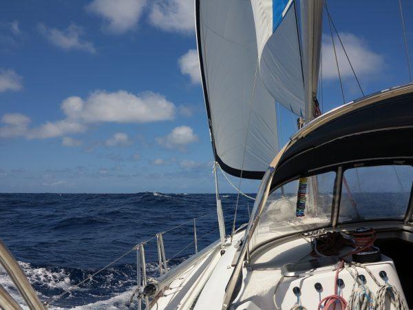 Es geht los auf Amwindkurs Richtung Bermudas
