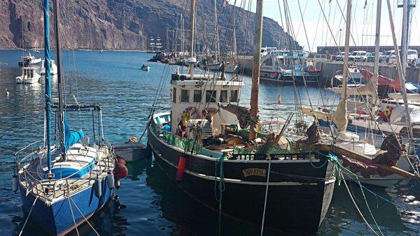 Der Hafen von Vueltas in La Gomera