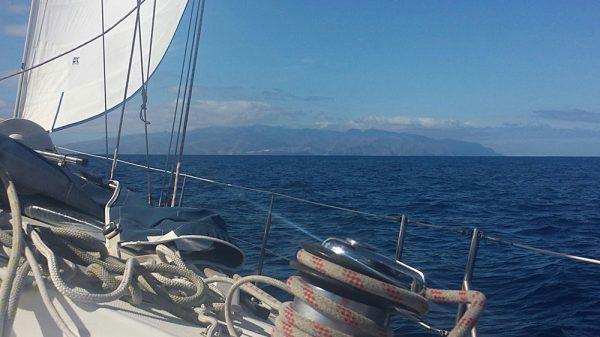 La Gomera voraus bei besten Segelbedingungen