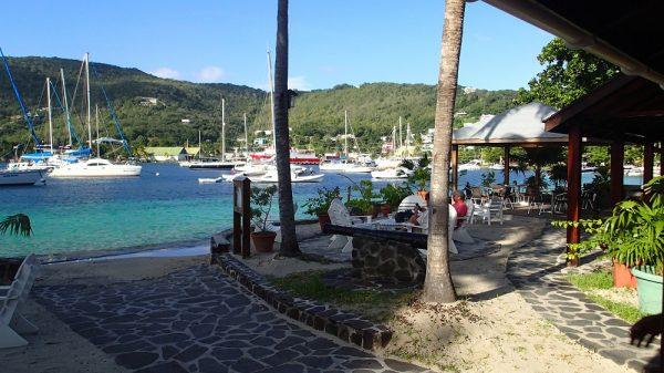 Blick aus der legendären Frangipani Bar in Bequia