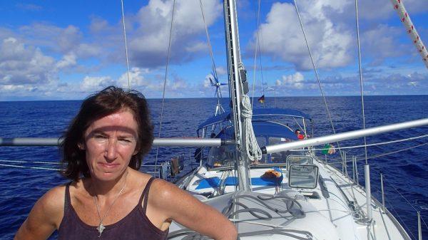 Karins kritischer Blick auf der Suche nach einer Brise – wo kräuselt sich das Wasser?
