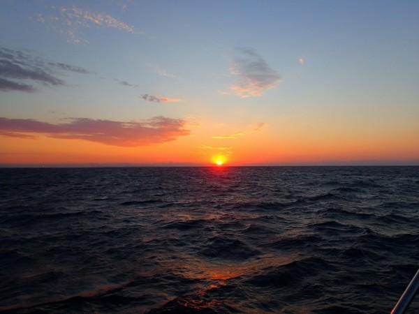 Das Ende der Mittelmeersaison, wir laufen bei aufgehender Sonne in Almerimar ein