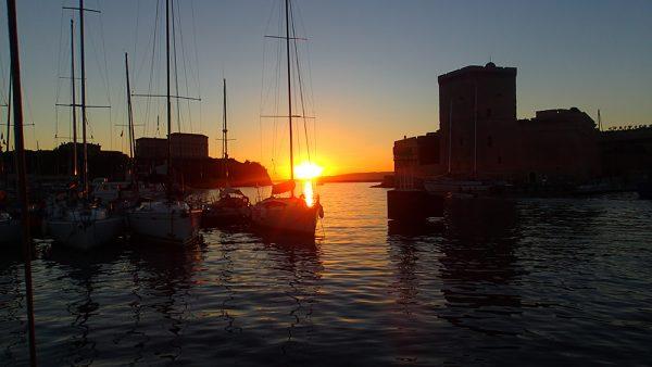 Sonnenuntergang im Hafen von Marseille