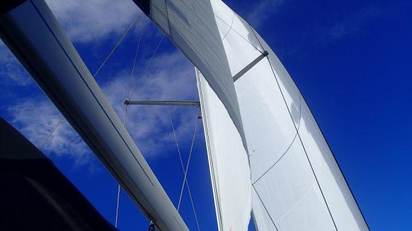 Hey, der Wind ist zurück – Segel werden gesetzt
