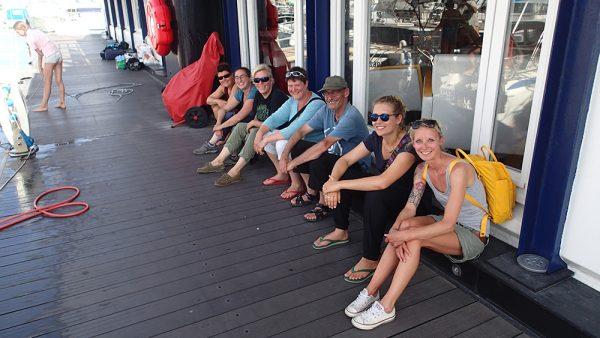 Die Crew im Yachtclub von Marseille