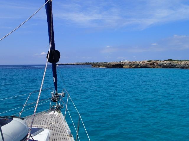 Kurs auf die naechste Bucht bei Menorca