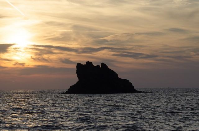 Faszinierende Felsenlandchaft bei den Pontinischen Inseln
