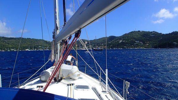 Bequia voraus bei wunderbaren Segelbedingungen im NO Passat