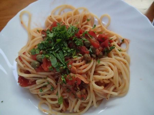 Spaghetti mit Thunfisch Kapern, ein Klassiker auf der Habib