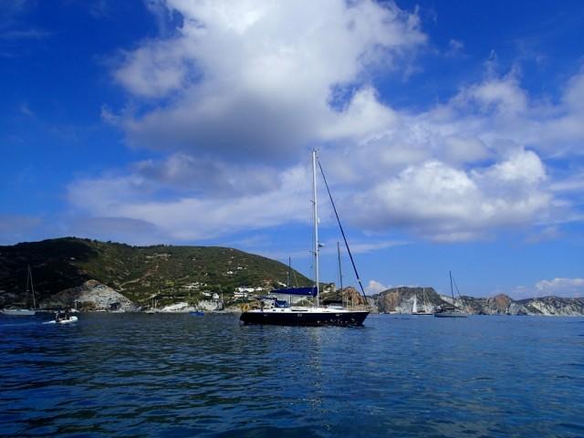 Die Habib vor Anker bei den Pontinischen Inseln
