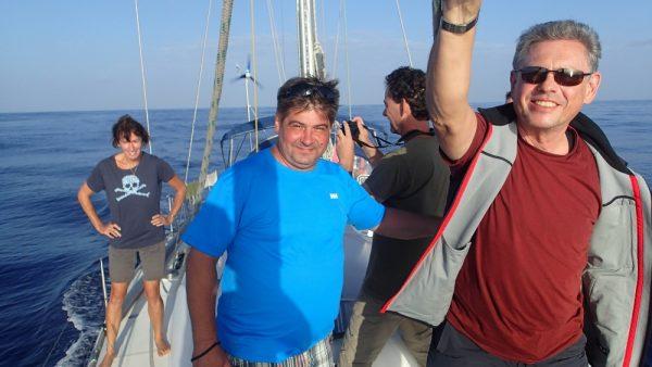 Die Crew beim Delphin beobachten
