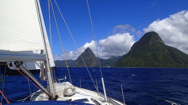 Wir steuern die Pitons auf St.Lucia an