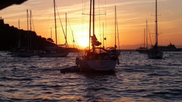 schöne Abendstimmung in der Bucht von Portoferraio vor Anker