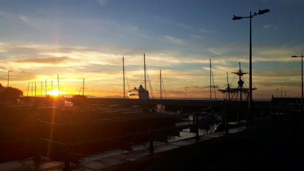 Sonnenaufgang im Hafen von Funchal