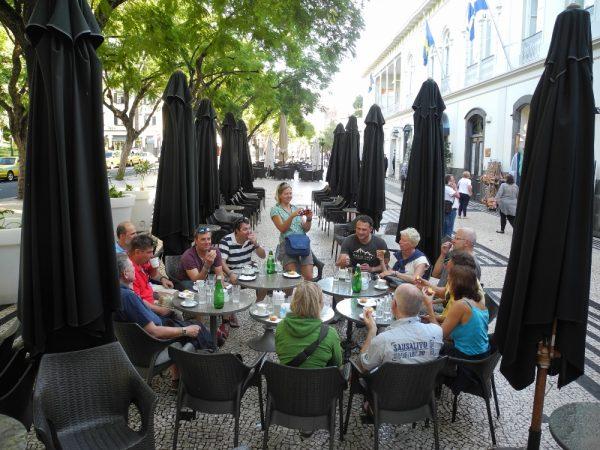 Gemeinsames Frühstück der beiden Crews in Funchal