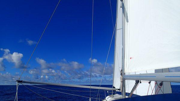 Endlich reißt der Himmel auf – wir segeln mit Traumbedingungen