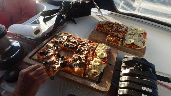 """Natürlich gibt es eine """"Land in Sicht"""" Pizza"""