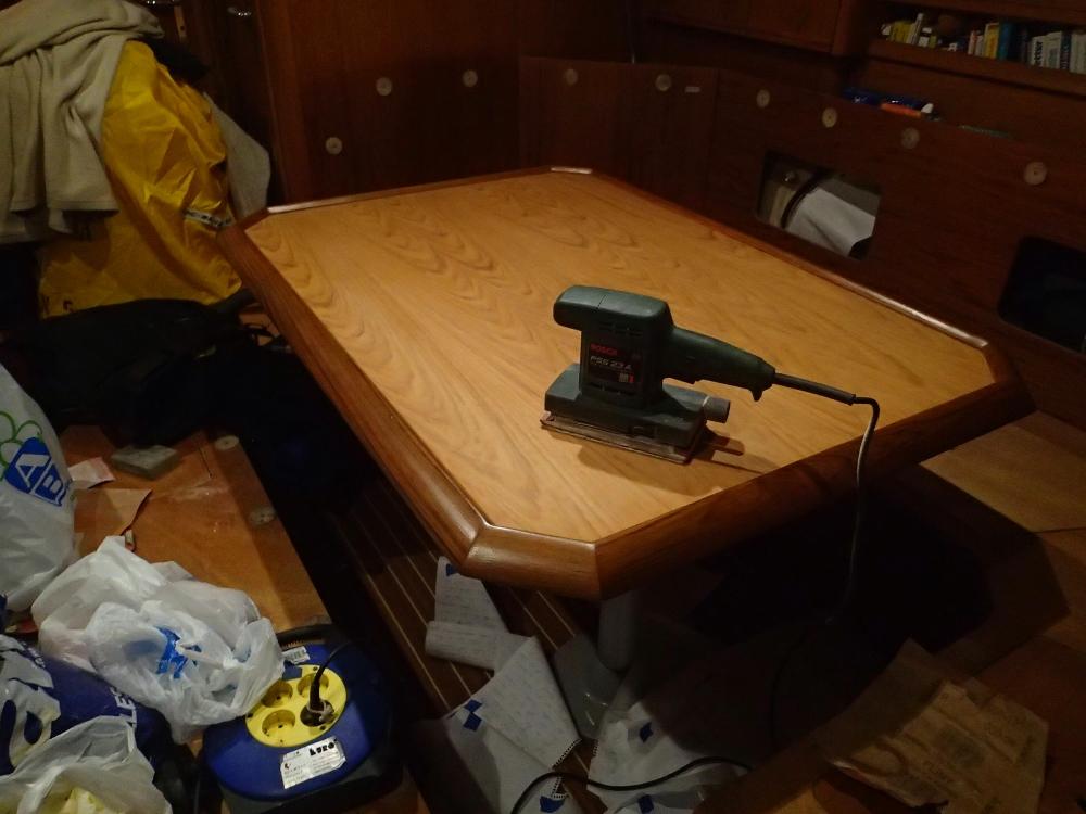 Schleif- und Lackierarbeiten unter Deck