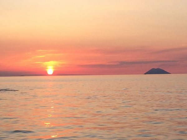 Sonnenuntergang hinter Stromboli