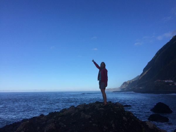 Unsere Skipperin Monika weißt kolumbusmäßig den Weg auf Madeira