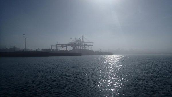 Wir ankern im Vorhafen von Leixoes, am nächsten Morgen empfängt uns eine mystische Stimmung bei Nebel