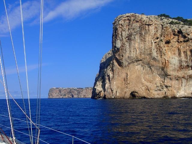 schönes Segeln entlang von Mallorca