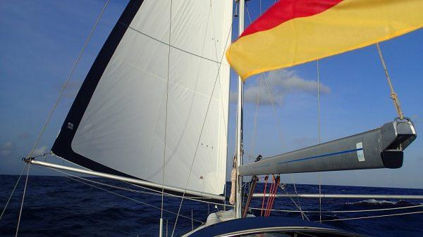 und mal auf der Backbordseite – das alles bei bestem Wetter – die Karibik naht