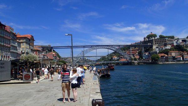 Die berühmte Ponte Dom Luis I über den Douro