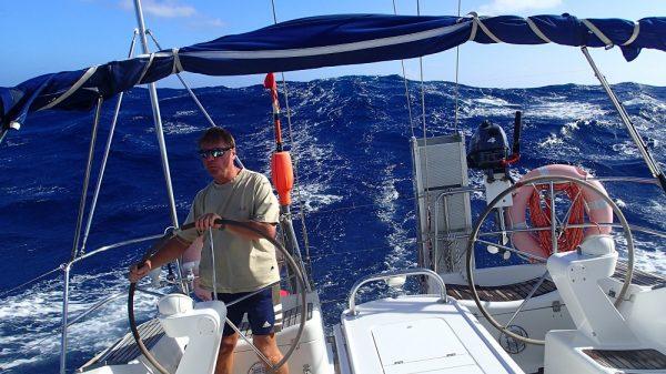 Traum down-wind-sailing bei 4m Dünung, die uns schiebt