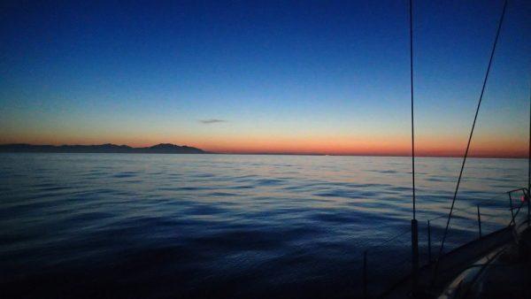 Kurz vor Sonnenaufgang nach der Nachtfahrt