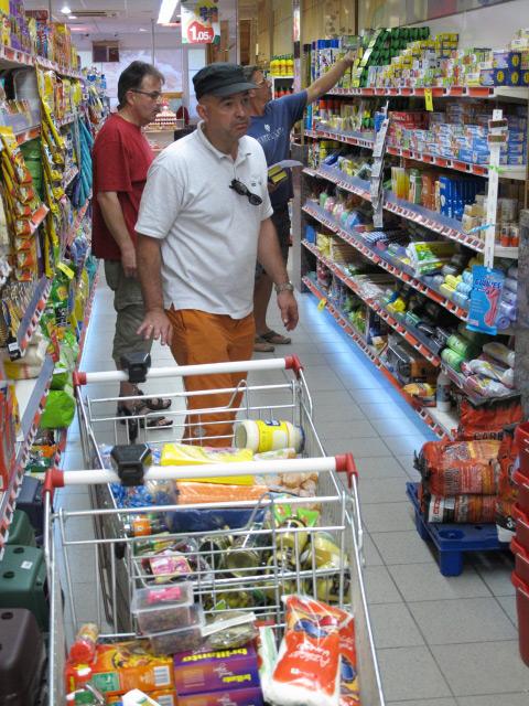 der Einkaufswahnsinn für die Überquerung