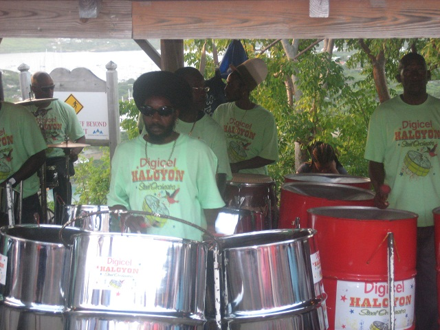 Antigua - Steelbandkonzert in Shirley Heights