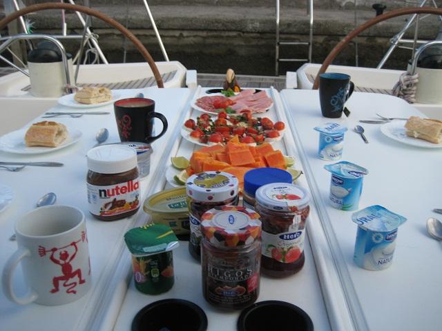 Frühstück an Bord - Kanaren