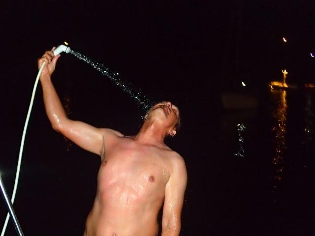 auch nachts duschen macht Spass