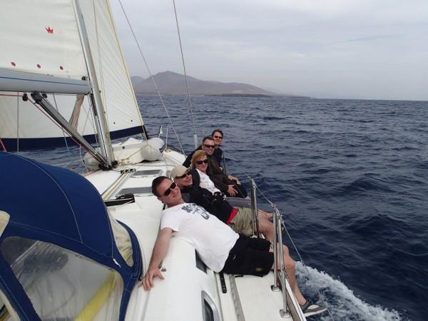 Die Crew hat Spaß beim Segeln