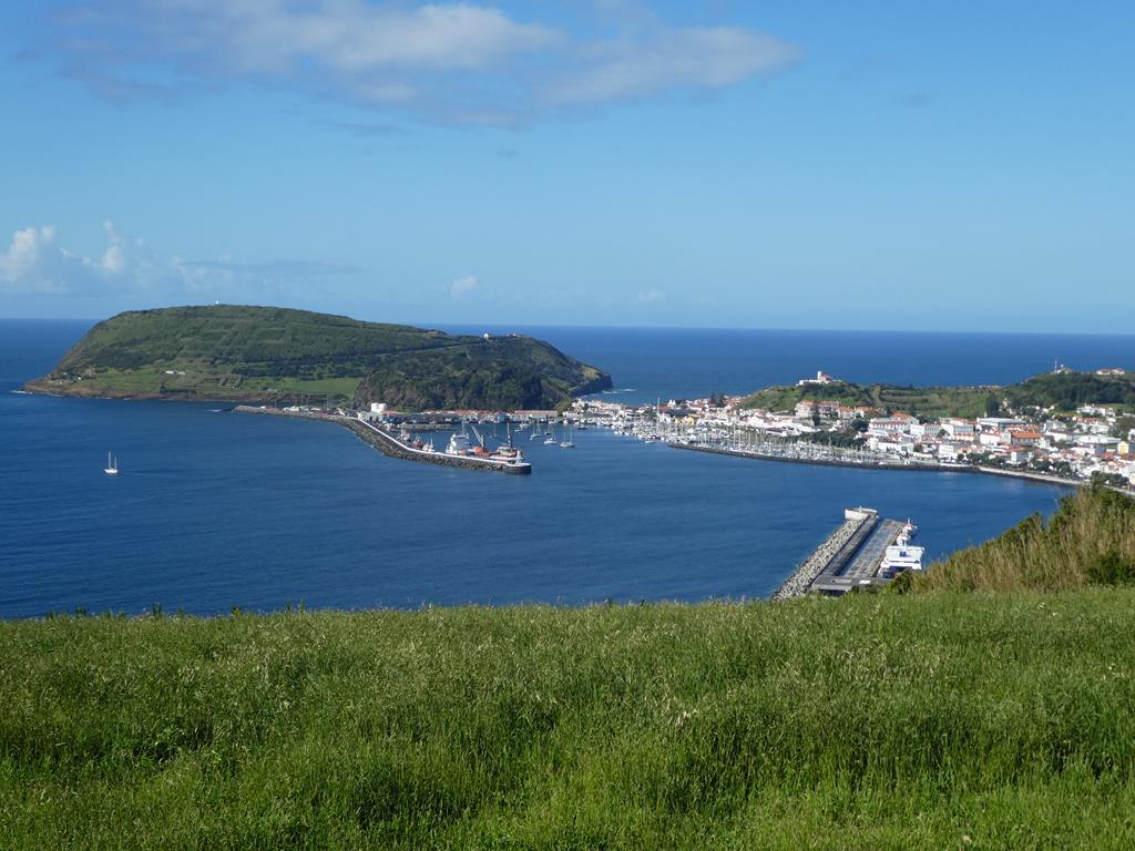 Blick auf den Weltumseglerhafen von Horta