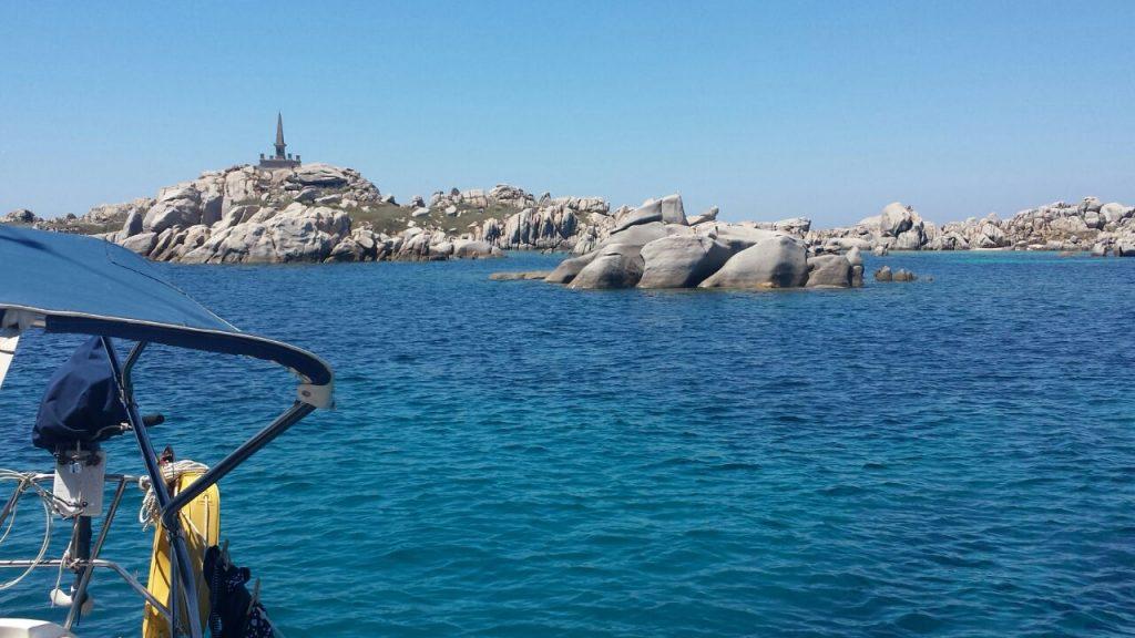 Die Habib liegt bei den traumhaften Lavezzi Inseln zwischen Sardinien und Korsika