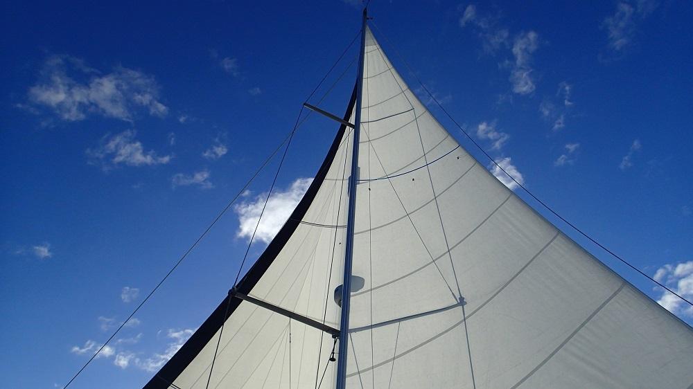Zwei Tage vor dem Ziel wird die Genua ausgebaumt, wir segeln Schmetterling