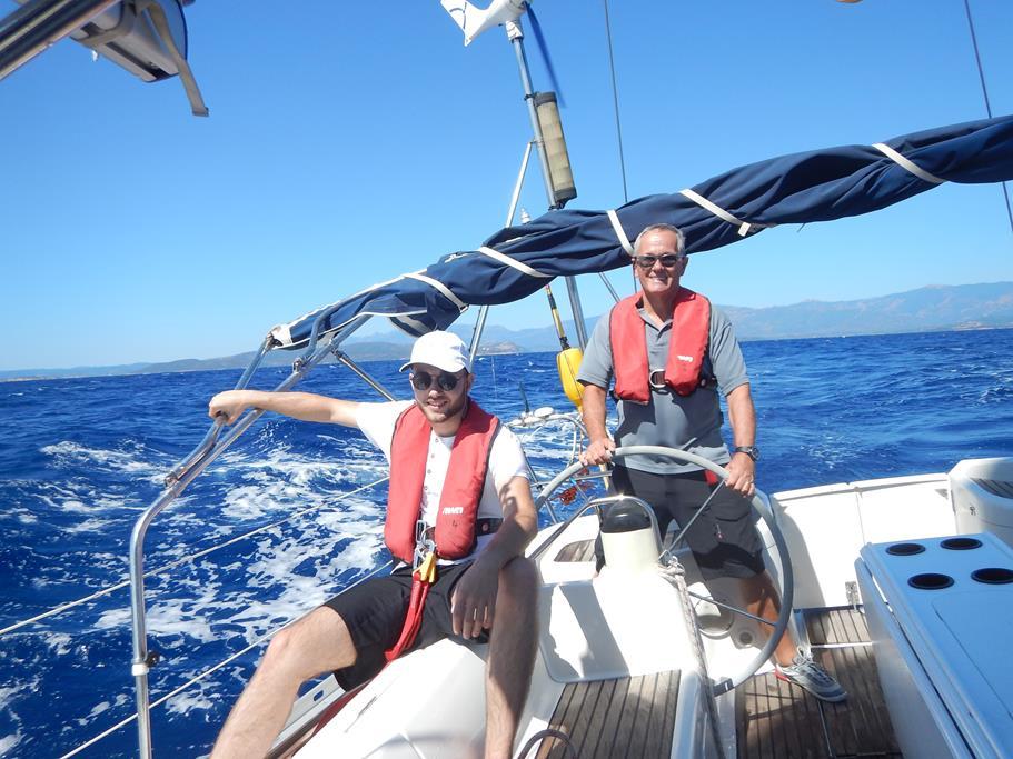 Die Habib ist bei besten Bedingungen vor Korsika unterwegs