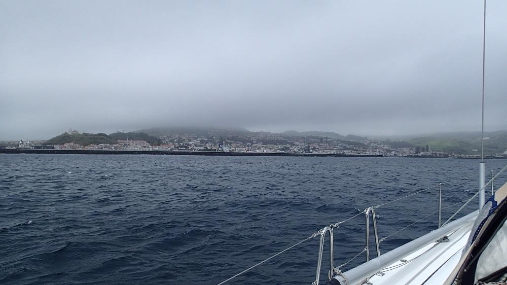 Unser Ziel Horta, auf der Insel Faial, zum Greifen nah
