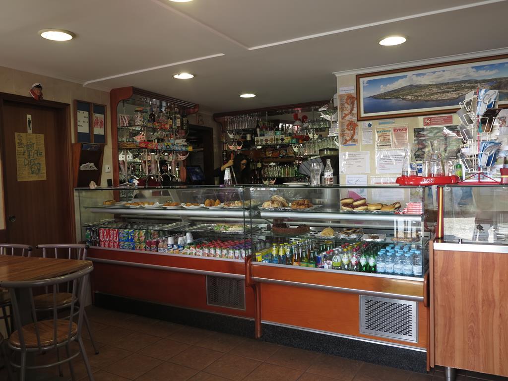 oder wir gehen in unser Lieblingscafe in Porto Pim mit dem weltbesten Käsekuchen und unglaublich leckeren Gemüsequiches