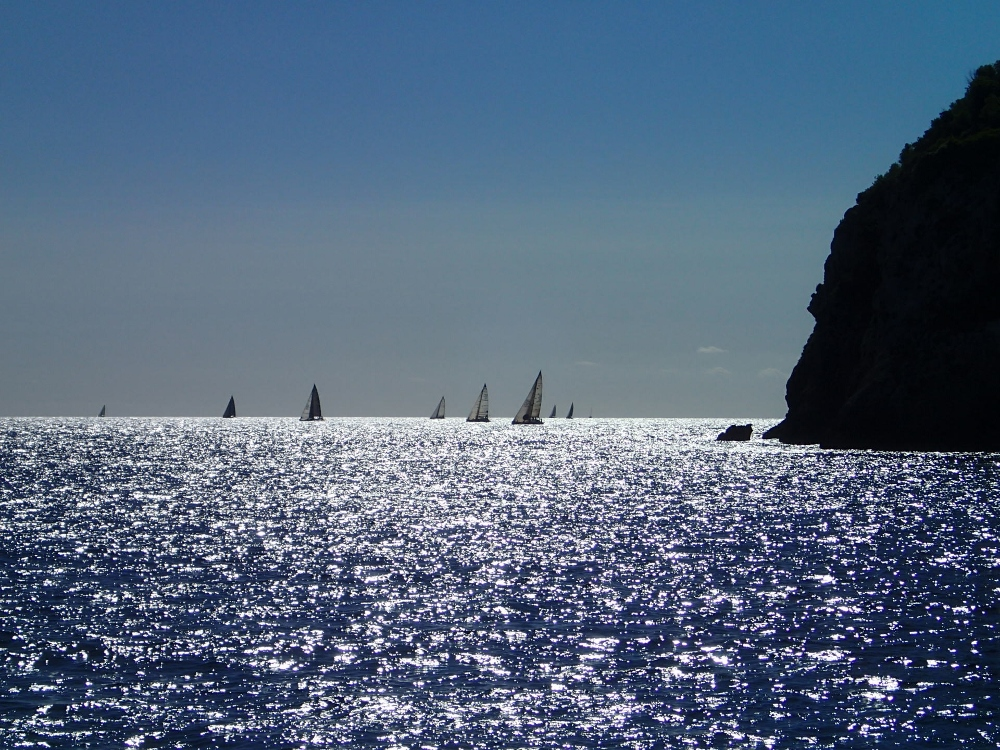 Blick aus der Cala Llonga auf Ibiza