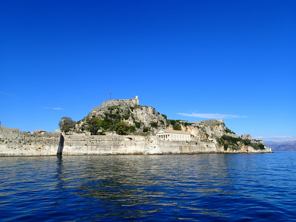 Oktoberhimmel über Korfu Stadt